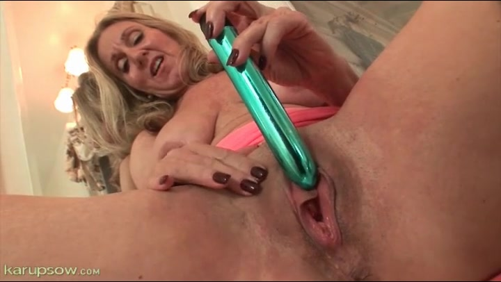 Dripping Wet Lesbian Pussy