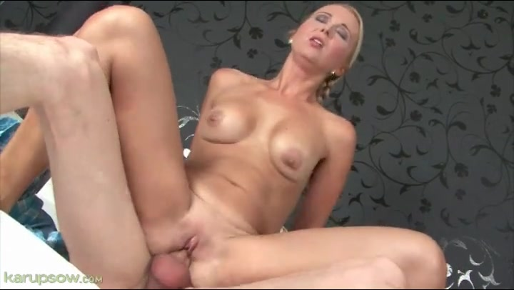 Girl fucked by aliens