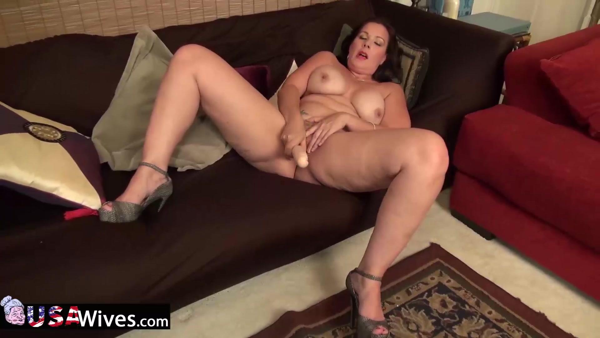 Curvy mature dylan jenn masturbating