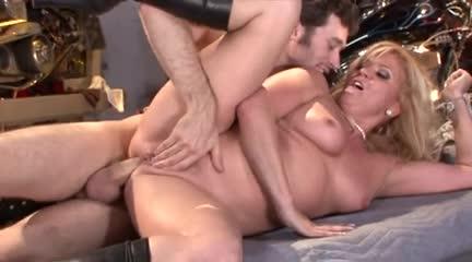 Renee threesome with 2 guys